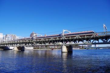 特急列車と鉄橋
