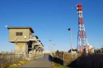 鉄塔と水門