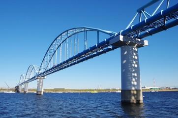 川と水管橋