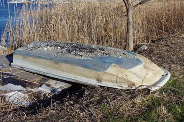 放置された廃ボート