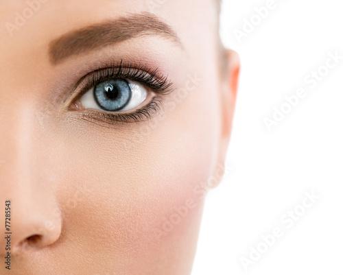 Leinwanddruck Bild Close up of beautiful blue eye