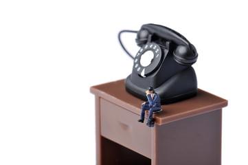 電話をかけるビジネスマンのミニチュア