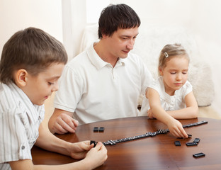 Family that plays dominoes