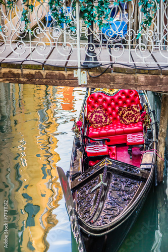 Aluminium Gondolas Luxury gondola under bridge on water canal in Venice, Italy