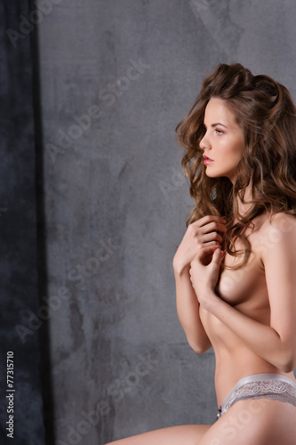 Portrait of a naked girl - 77315710