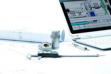 3D Konstruktion für Masschinenbau auf Papier und am Rechner