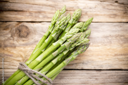 Foto op Plexiglas Kruidenierswinkel Asparagus on the wooden background.
