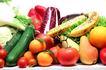 cesto di frutta con verdura