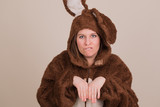 Frau im Faschingskostüm als Hase
