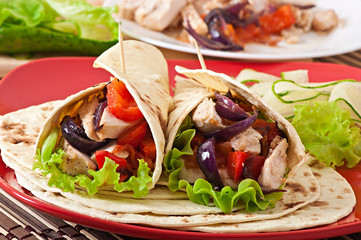 Tortilla with chicken and bell peppers