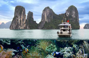 Халонг – бухта в Тонкинском заливе. Вьетнам