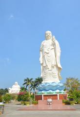 Вьетнам, пагода Винь Чанг, стоящий белый будда