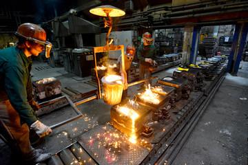 Industriearbeiter in Giesserei // foundry industry employees