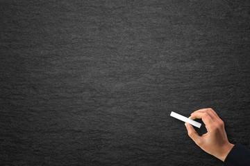 Schwarze Schiefertafel mit Textfreiraum