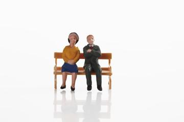 Rentnerehepaar Figur ruht auf Bank