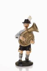 Bayerische Figur, die Tuba auf weißem Hintergrund