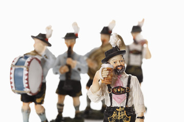 Bayerische Figur Bier trinken mit Figuren Musik im Hintergrund