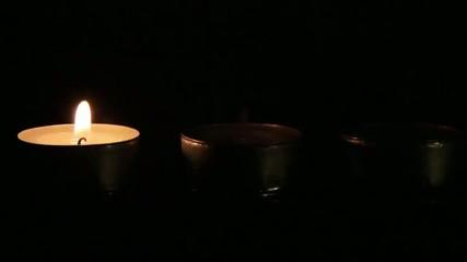 Tre candele che si accendono