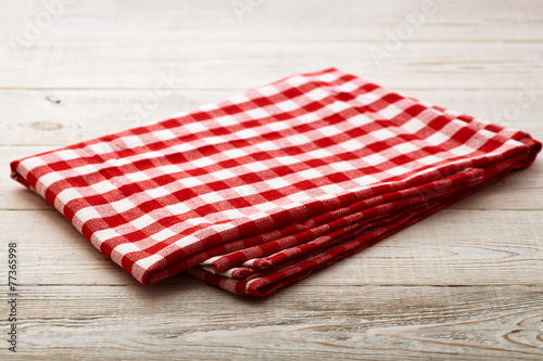 Papiers peints Table preparee Top view of checkered tablecloth on white wooden table.