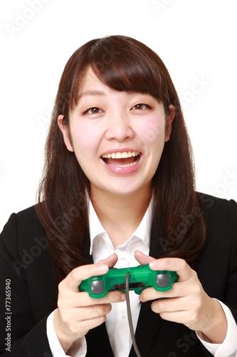Poster ビデオゲームを楽しむビジネスウーマン
