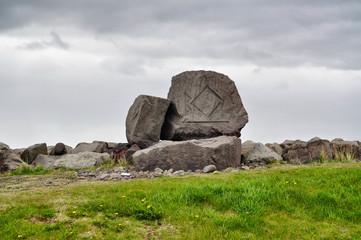 Rune nella roccia