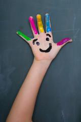 bunte hand bemalt mit gesicht