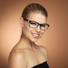 Beauty portrait of vogue woman wearing stylish spectacles