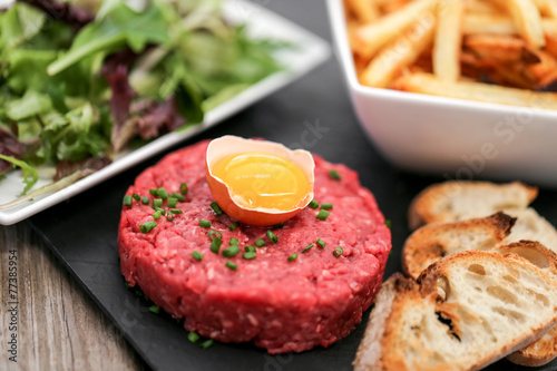 Foto op Canvas Restaurant steak tartare façon américaine 5