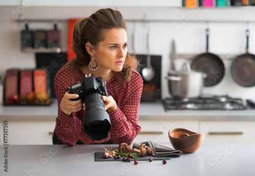 Leinwandbild Motiv Portrait of thoughtful female food photographer