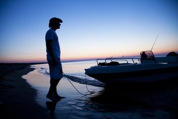 Italy, Apulia, Taranto, Fisherman in cowboy hat