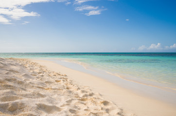 Antigua and Barbuda, Prickly Pear Island, View of exotic beach