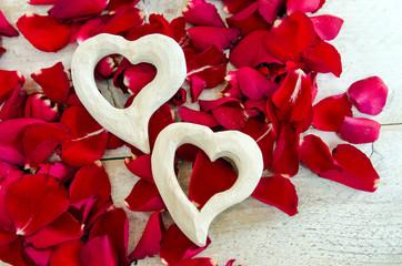 I love You: rose petals and hearts :)