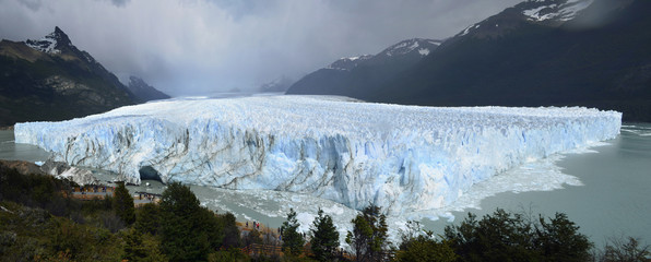 Argentina, Santa Cruz, Panoramic view of Perrito moreno glacier in rainy day