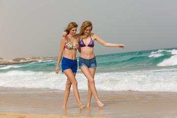 Junge Frauen am Strand