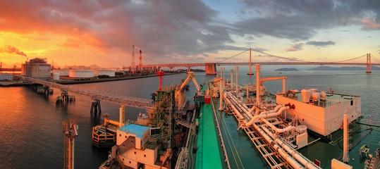 Japan, LNG ship Discharging Operation