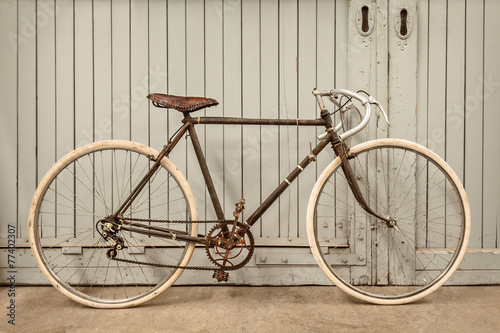Fotobehang Fiets Vintage racing bicycle in an old factory