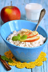 Oatmeal with apple and cinnamon.