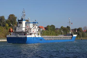 Frachter auf dem Kiel Kanal