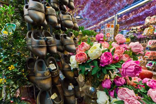 Fotobehang Amsterdam fiori e zoccoli olanda