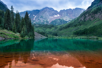 USA, Colorado, Aspen, Maroon Bells red and green