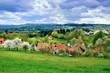 canvas print picture - Idyllisches Dorf in der fränkischen Schweiz, vor dem Gewitter
