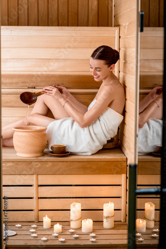 Leinwanddruck Bild Woman in sauna