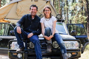 USA, Oregon, Couple camping on road trip
