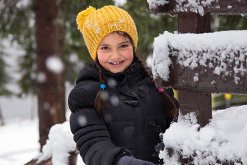 Smiling girl (6-7) in yellow hat