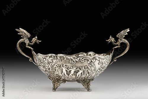 Leinwanddruck Bild Antique Silver Dragon Bowl.