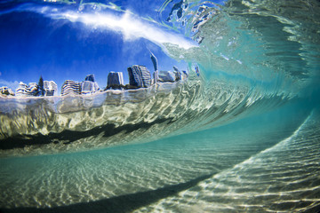 Australia, Gold Coast, City view through wave