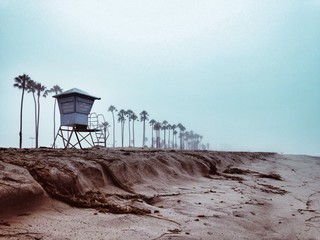 USA, California, Santa Barbara, Lifeguard tower on beach
