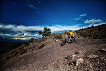 USA, Colorado, Mesa County, Grand Junction, Man riding mountain bike on dirt trail