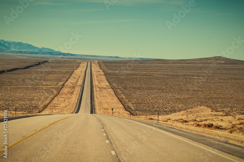 Foto op Canvas Cultuur Long Straight Road in Wyoming USA