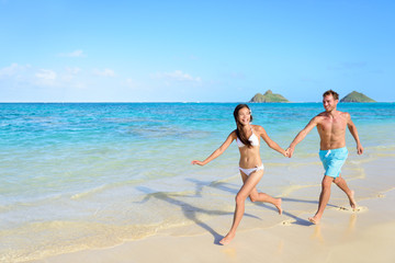 Beach vacations - happy holidays in Hawaii